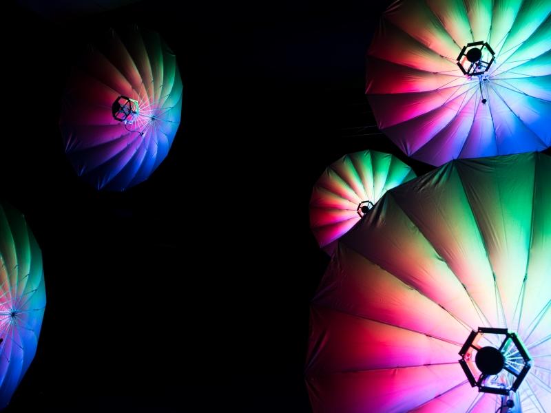 Der Lichtschirm: LED Umbrella 140 von Eurolite