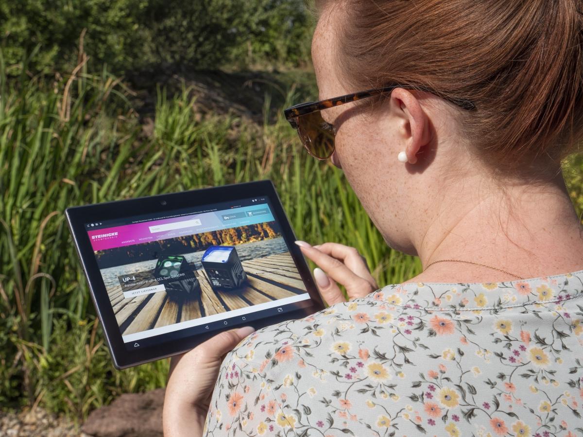 Der neue Online-Shop von Steinigke Showtechnic ist optimiert für mobile Nutzung.